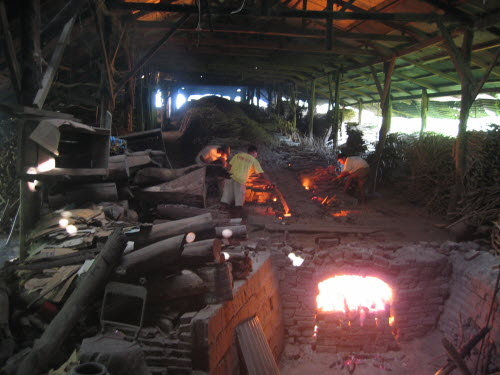 30m long fired kiln in pottery, Vigan, 2006