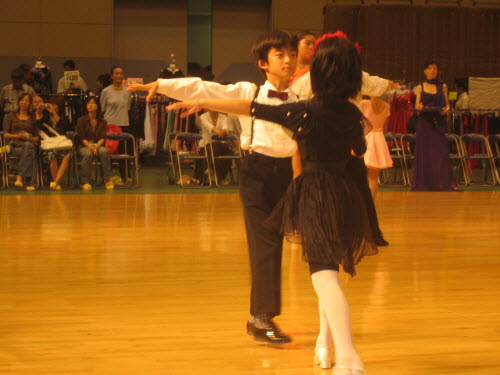 Kids dance competition in Ikeda, Aug 21, 2005
