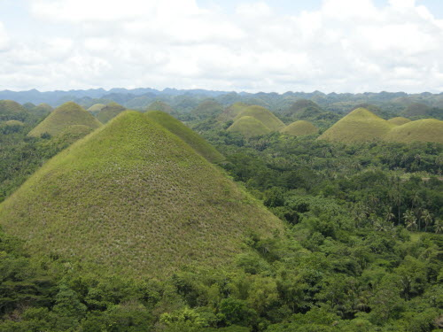 Worldfamous Chocolate Hills in Bohol - Will be brown during the dry season